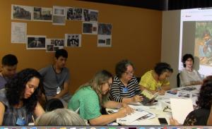 Participantes desenvolvendo atividades didáticas durante o curso